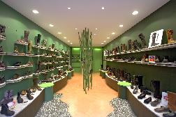 magasins de chaussures h rouville saint clair 14200. Black Bedroom Furniture Sets. Home Design Ideas